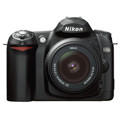 Nikon  D50 Nera Kit (Zoom-Nikkor 18-55mm + SD 256Mb)