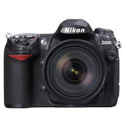 Nikon  D200 Kit + Zoom-Nikkor AF-S DX 18-70mm + CF 1Gb